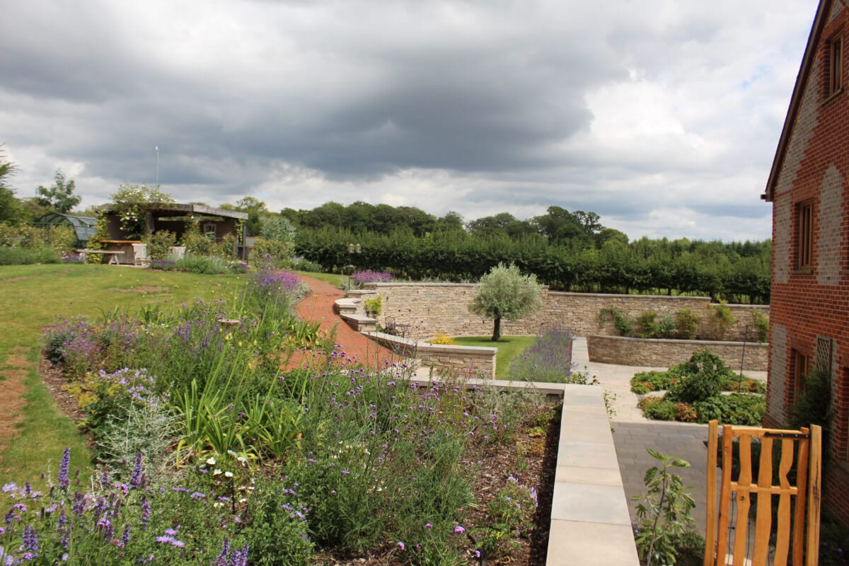 garden-review-sheltered-spots